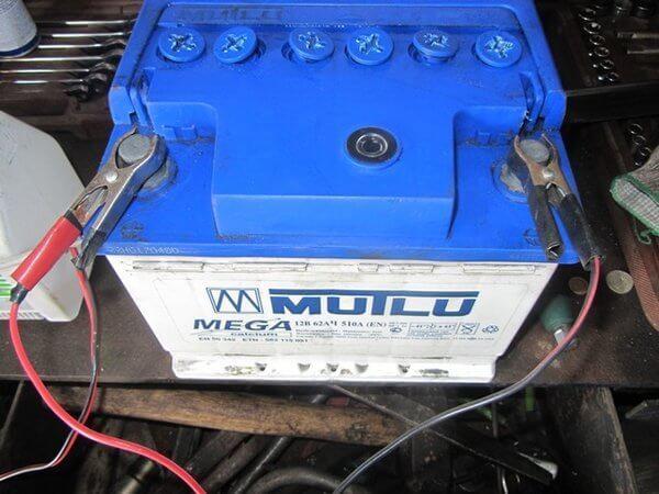 5 ошибок при зарядке автомобильного аккумулятора